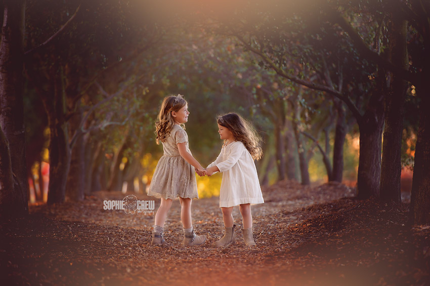 Sophie Crew Photography captures two sisters dancing under the trees at Iron Mountain in San Diego